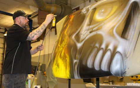 Ohio Technical College instructor inspires MHS students to pursue careers in airbrush