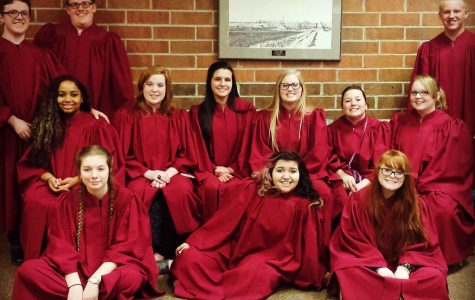 Seniors lead choirs in Pops Concert